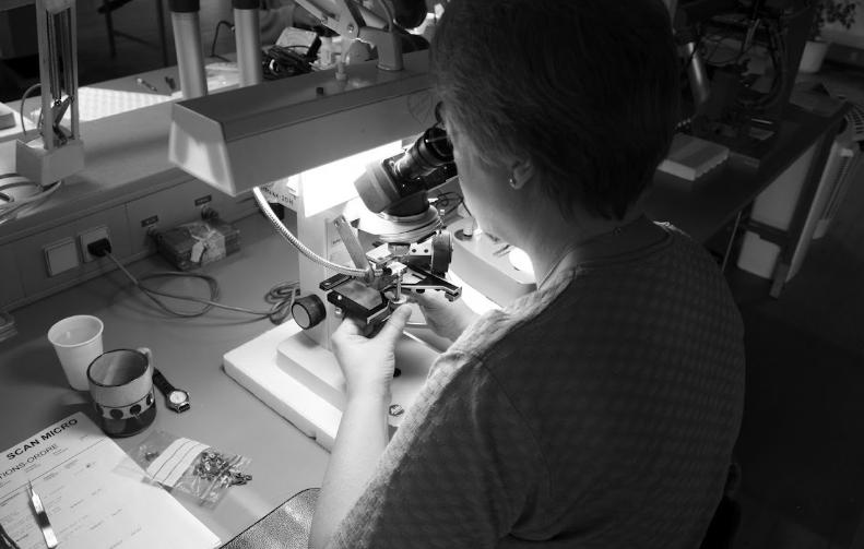 Une des étapes de fabrication d'une cellule Ortofon de type MC (photo Sébastien Schar)