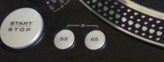 Une platine vinyle compatible 78 tours